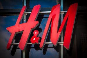 come disegnare un logo H&M